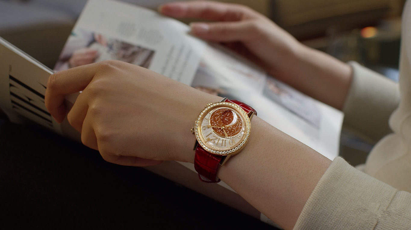 Jaeger Lecoultre fake watches for ladies are full of charm.