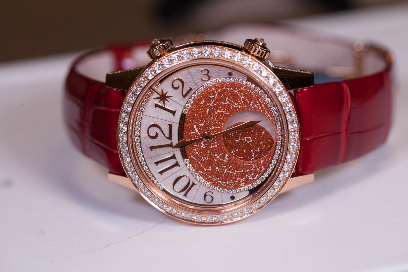 This luxury fake watch is charming for ladies.