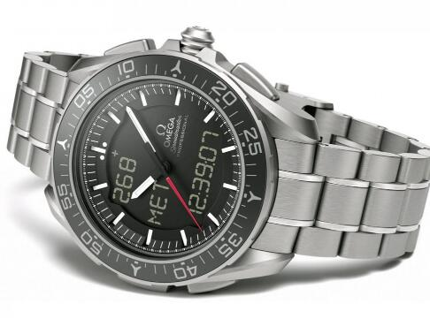 Made by titanium, this Omega is ultra light and robust.