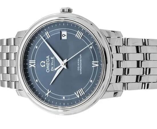 The simple dial makes the fake Omega more charming.