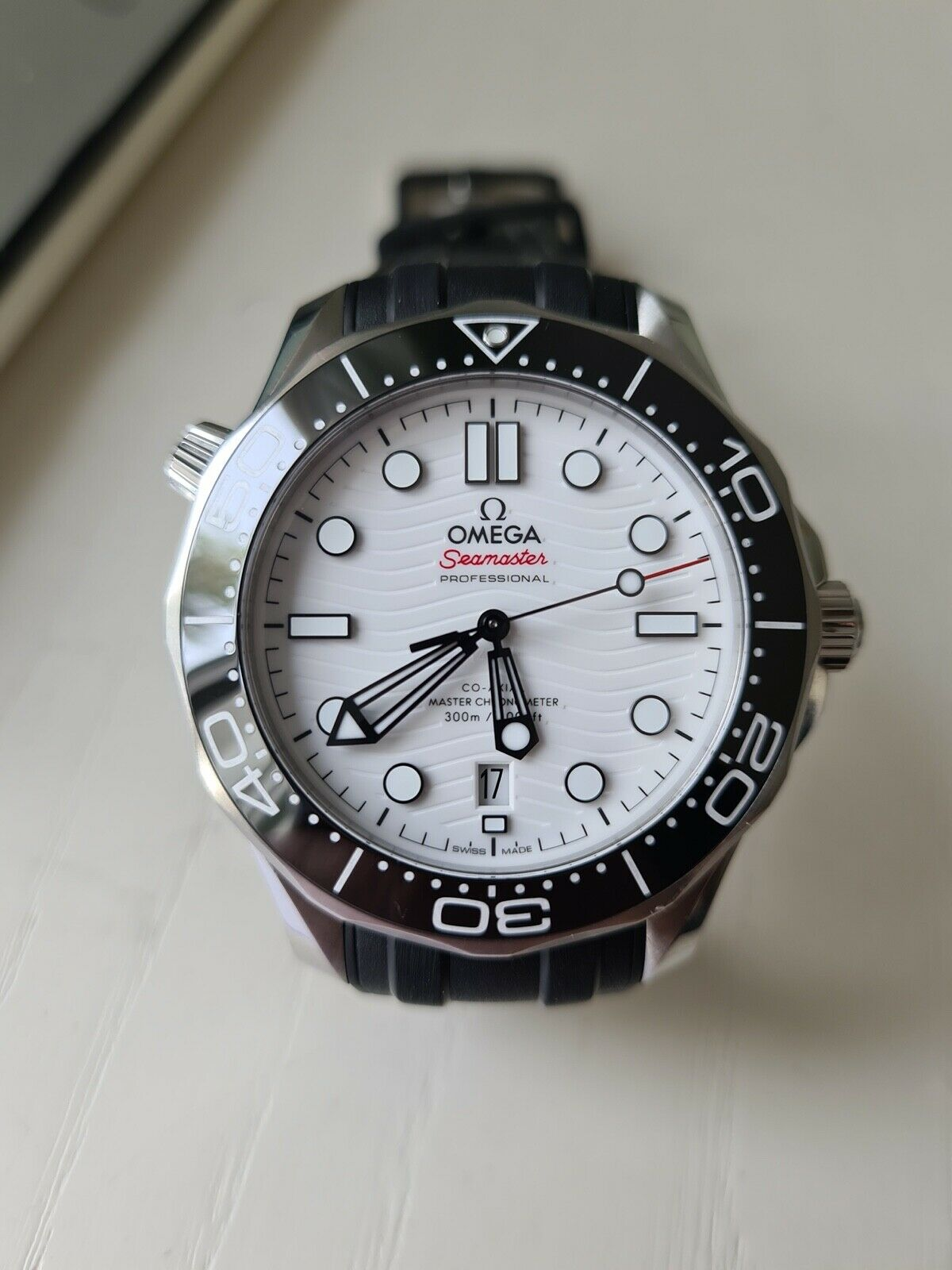 The Omega Seamaster fake watch is with high cost performance.