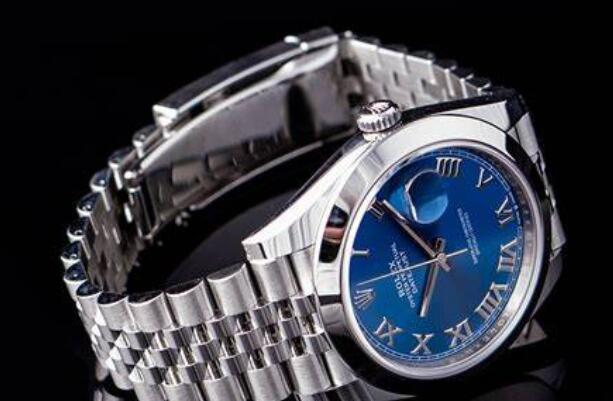 Hot-selling replica watches are made of the particular Oystersteel material.