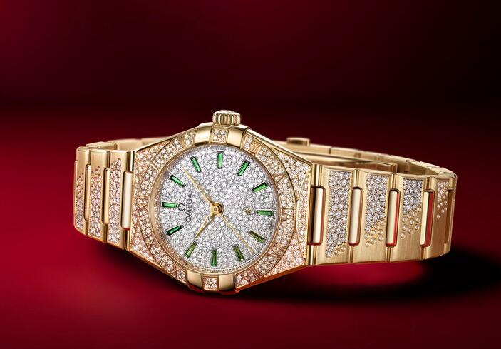 The fake watches online are fashionable with emerald as the hour markers.