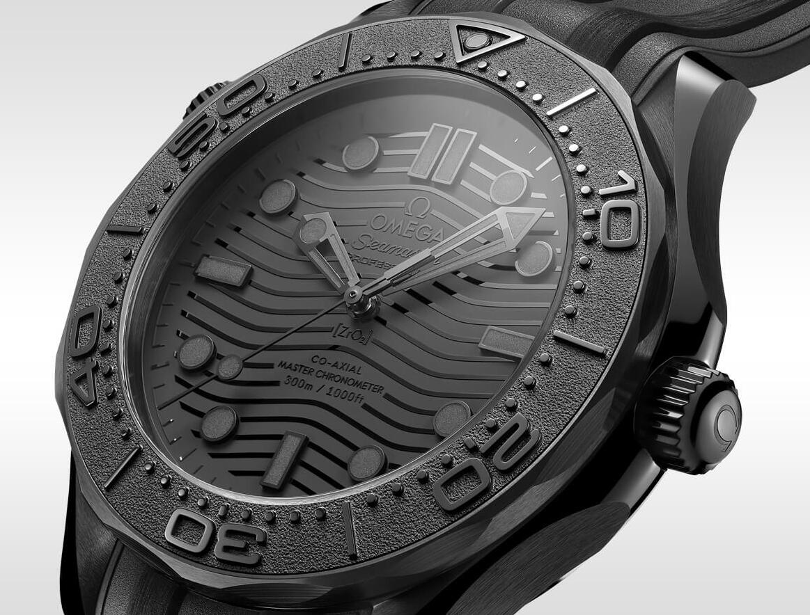1:1 replica watches ensure the mystery by totally adopt the black color.